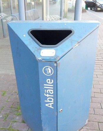 Städtische Mülltonne (Foto: Geisinger)