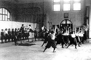 Sport in der Haushaltsschule um 1906 (Quelle: Saarstahl AG)