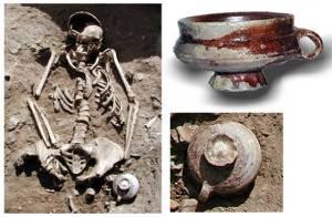 Eine weitere Frau (Bestattung Fst. 173) ist vermutlich während der Schwangerschaft gestorben (Grabungsteam)