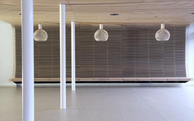 https://i0.wp.com/www.vogelsprojecten.nl/wp-content/uploads/2017/10/4-Lamellen-plafond-slider-impressies.jpg?w=1140&ssl=1