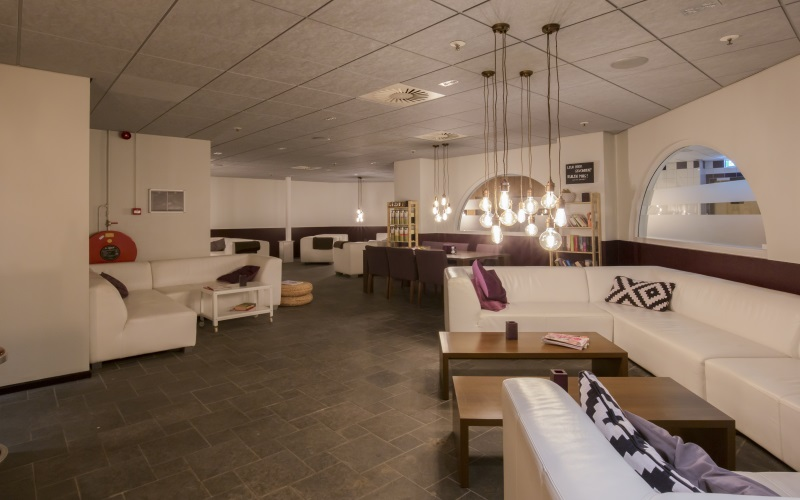 https://i0.wp.com/www.vogelsprojecten.nl/wp-content/uploads/2017/10/Mercure-hotel-in-Tilburg-2-slider-3.jpg?w=1140&ssl=1