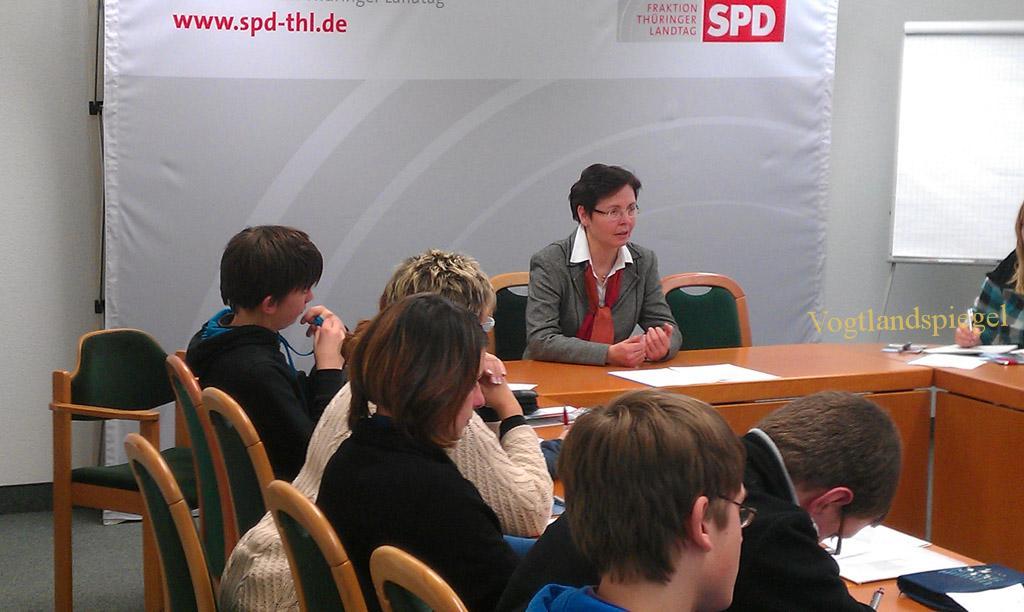 Pohlitzer Regelschüler zu Besuch bei Heike Taubert im Thüringer Landtag
