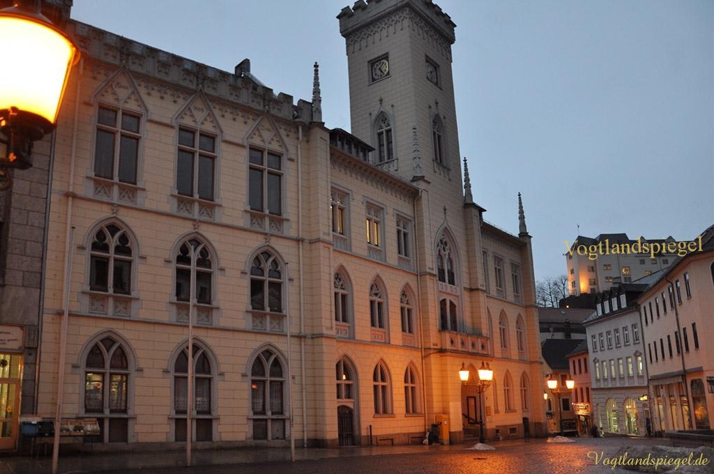 Greizer Rathaus am Abend