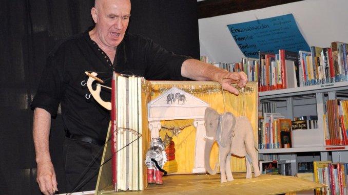 »Der gestiefelte Kater« begeisterte in Greizer Kinderbibliothek
