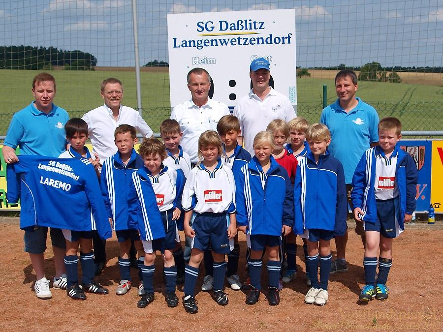 EM-Ball und Trainingsanzüge für Fußballnachwuchs