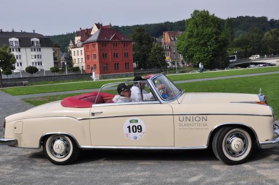Oldtimern sollen künftig Gäste zum Oberen Schloss fahren