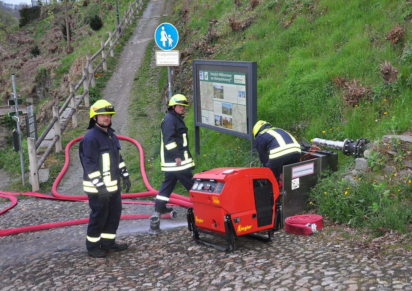 Übung der Feuerwehren auf dem Oberen Schloss Greiz