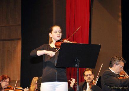 Greizer Musikschüler und Vogtland Philharmonie Greiz/Reichenbach auf einer Bühne