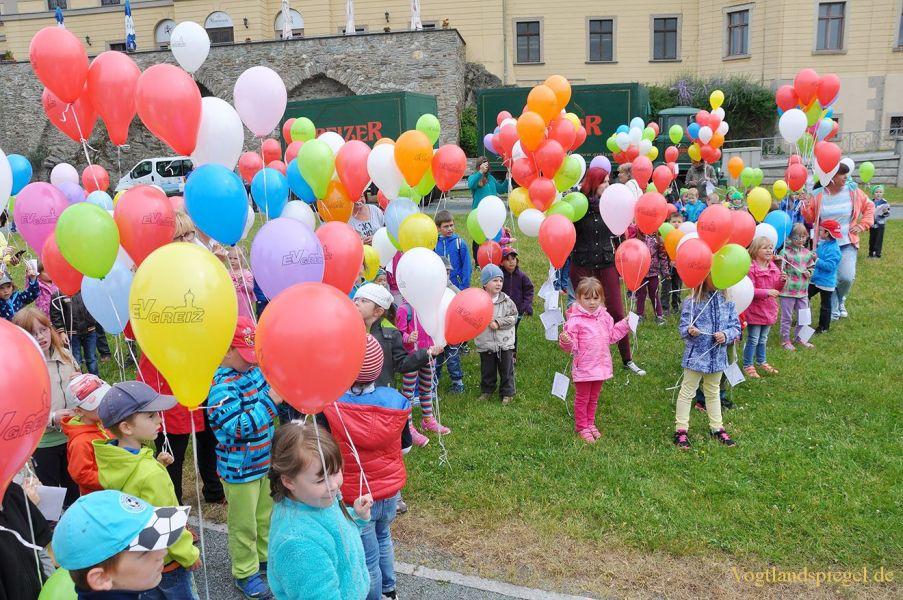 1000 bunte Ballons über Greiz
