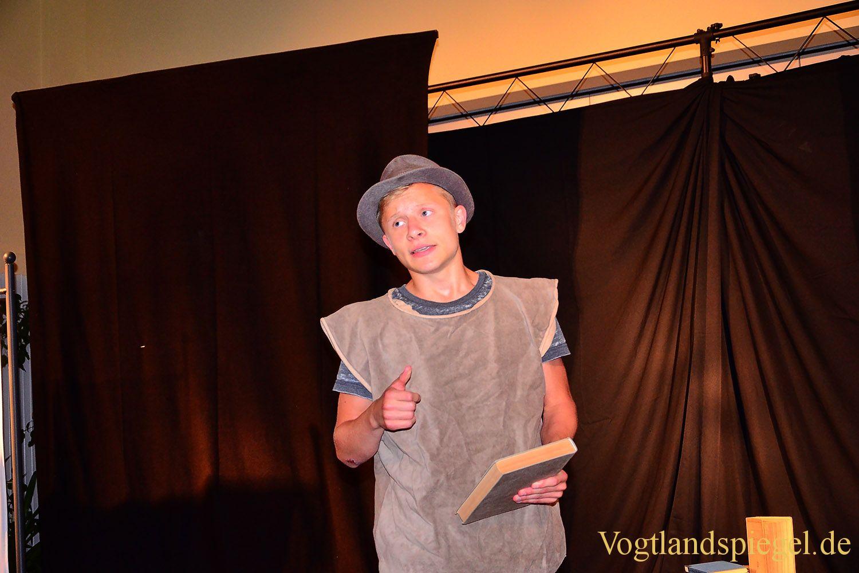 Ulf-Merbold-Gymnasium: Doktor Faust auf die Bühne gebracht