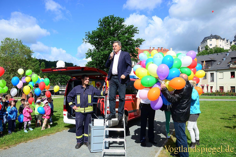 1000 Ballons fliegen in den Greizer Himmel
