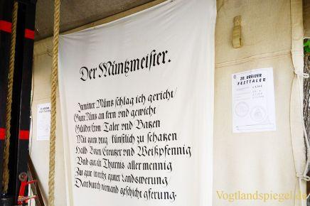 Anprägen des 20. Greizer Festtalers durch den Bürgermeister der Stadt Greiz, Gerd Grüner