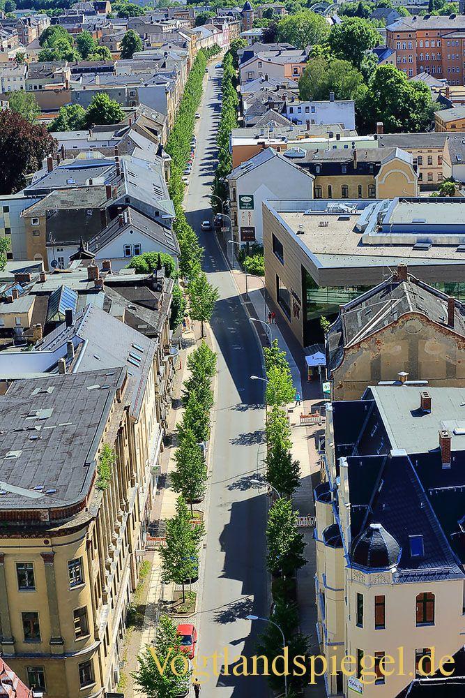 Blick aus der luftigen Höhe des Krankorbs auf die Stadt Greiz