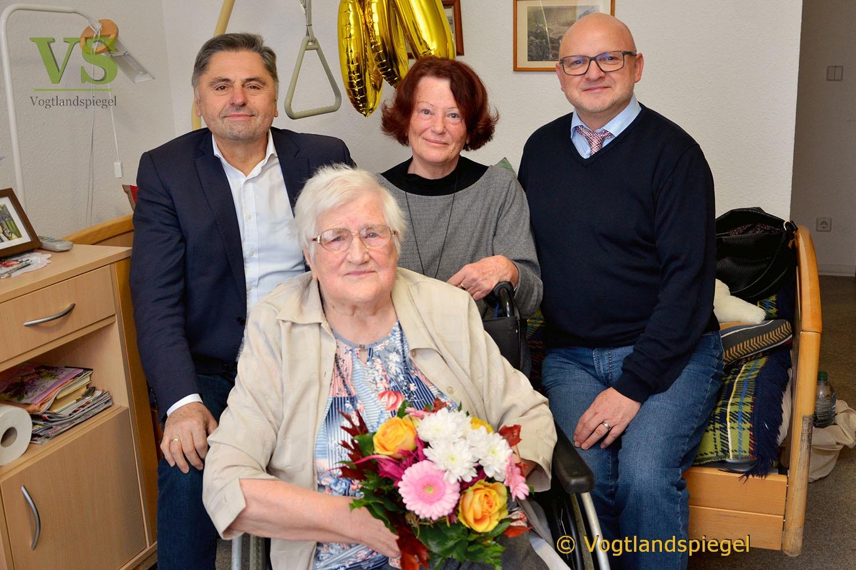 Emilie Kastl beging 100. Geburtstag