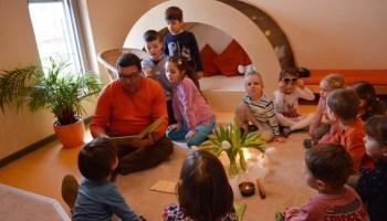 Kinderhaus Am Elsterufer: Vorlesen mit Volkmar Vogel