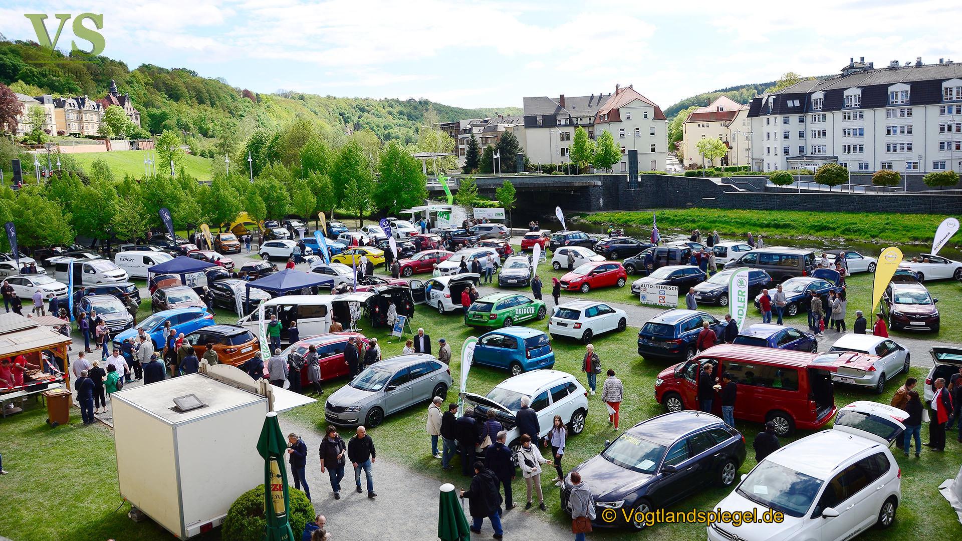 Greizer strömen in Scharen am 1. Mai zum Bauern -und Automarkt