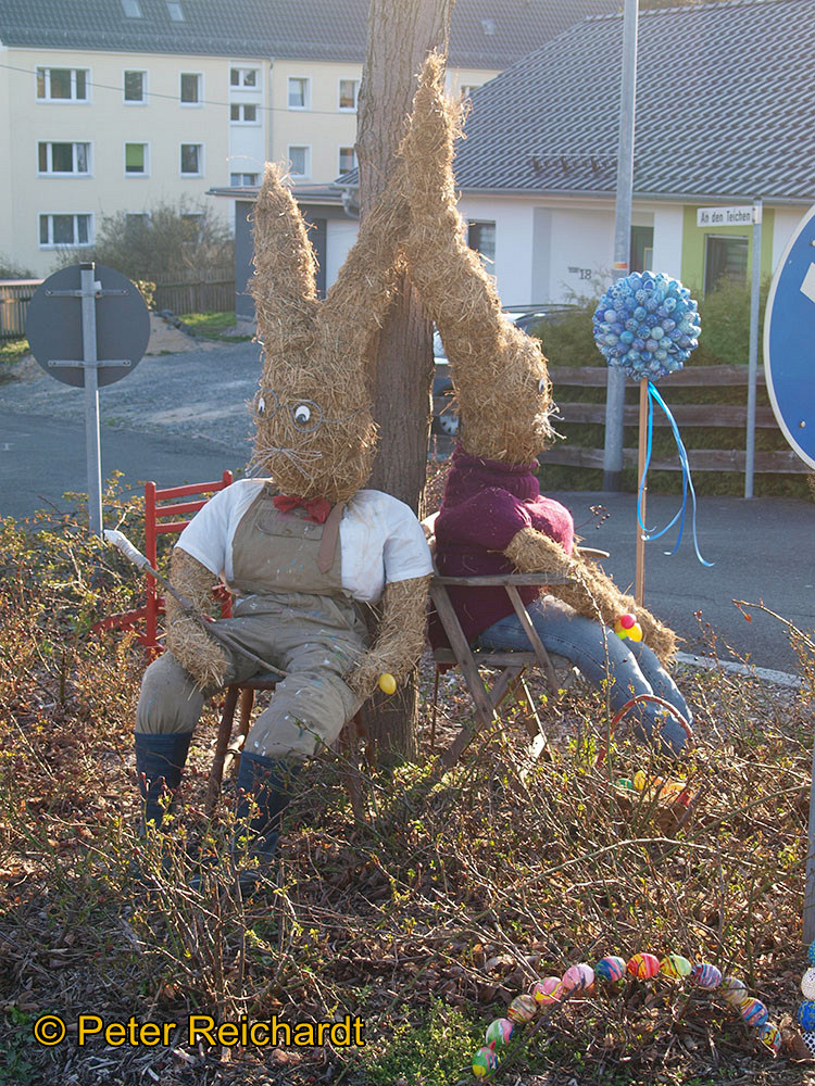 Gommla: Osterhasenschule ist Blickfang an der Wendeschleife