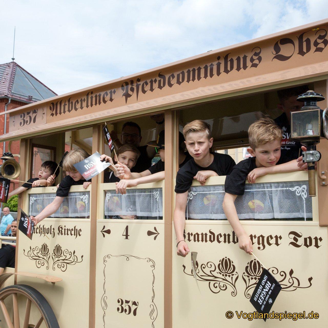 62 Vereine und Firmen beim Umzug des Park- und Schlossfestes Greiz