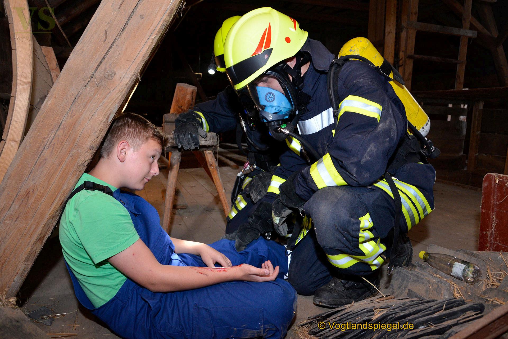 Die Freiwilligen Feuerwehren Pansdorf/Tremnitz und Obergrochlitz probten am Freitagabend in einer Übung den Ernstfall.