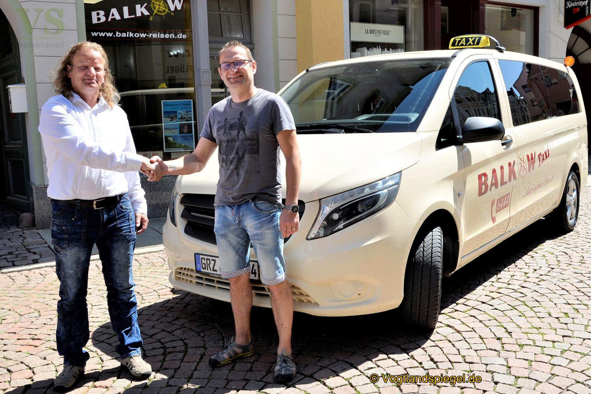 Handschlag zwischen Bernd Balkow (l.) und Matthias Wachter.