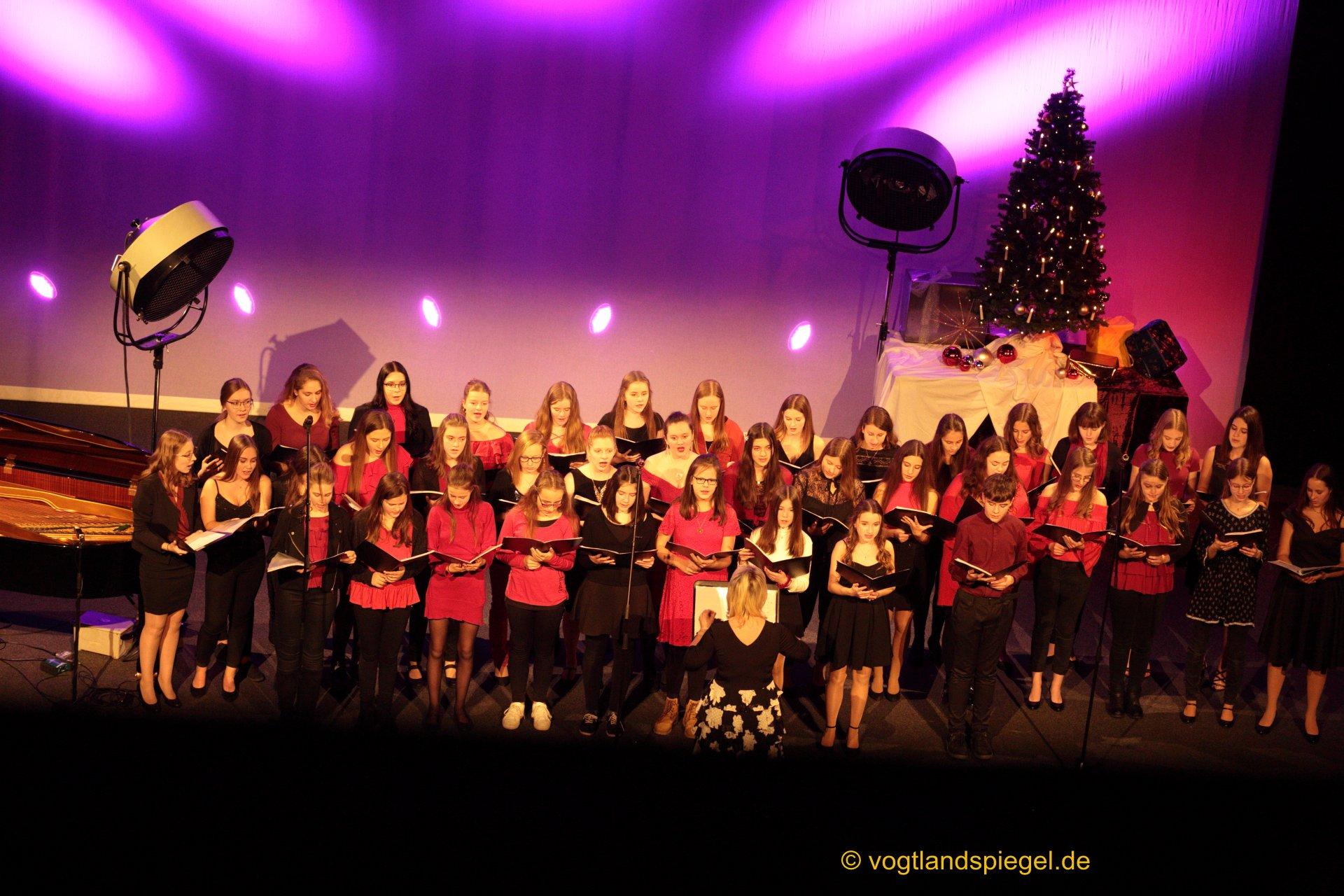Wieder volles Haus zum Weihnachtskonzert des Ulf-Merbold-Gymnasiums in der Vogtlandhalle Greiz.