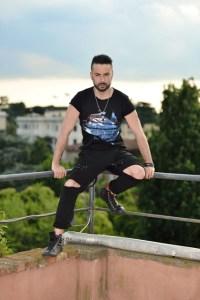 """Anthony Peth al timone del programma """"Top music"""" in onda su Sky"""
