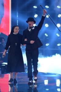 J Ax con la vincitrice Suor Cristina Scuccia