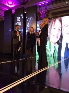 Grazia Pitorri riceve l'Awards da Phil Palmer
