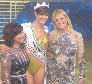 Miss Italia 2015 - La vincitrice Alice Sbatini insieme a Simona Ventura e Patrizia Mirigliani