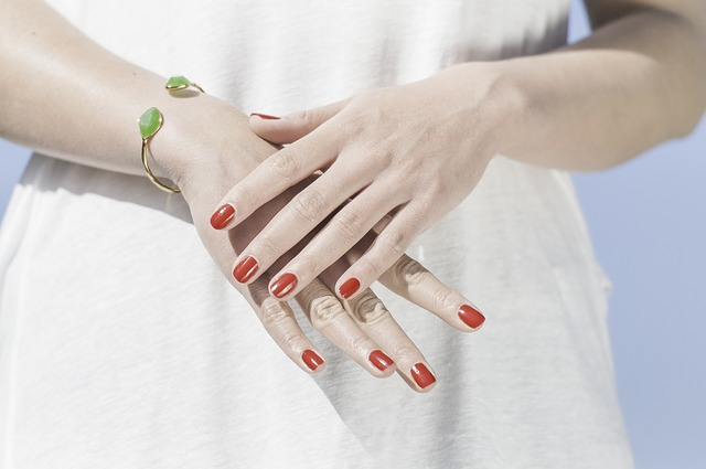 grow long nails fast with Vogue Beauty Blog article