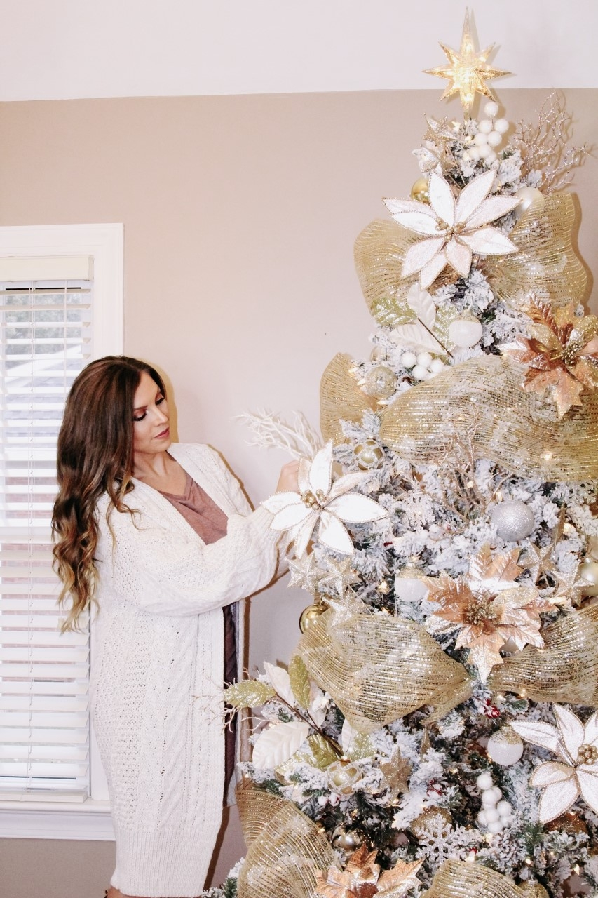 How To Decorate An Insta Worthy Christmas Tree Vogue For Breakfast