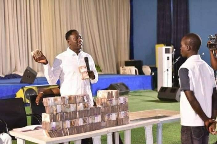 Pastor Shares N30million To Church Members To Celebrate Christmas