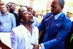VIDEO : Pastor Alph Lukau Raising A Dead Man From A Coffin