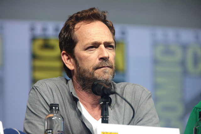 Luke Perry in front of a microphone at Comicon last year