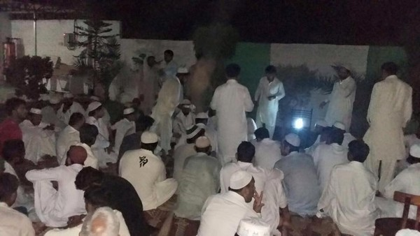 Dua Khatm E Quran on 27 Ramazan at Astana Warsi Awaisi Pictures