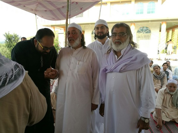 Qibla Pir Sb at Astana e Waris Mankarai Haripur Hazara Photos4