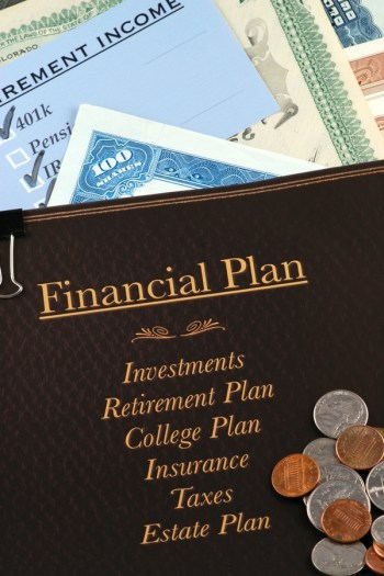 I know that financial planning can seem overwhelming, but the earlier you do it, the better! These financial planning tips about setting up an IRA will change your life.