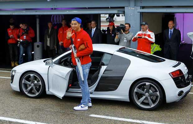 Découvrez notre large gamme de voitures de luxe ! Les voitures du footballeur Christiano Ronaldo - Une