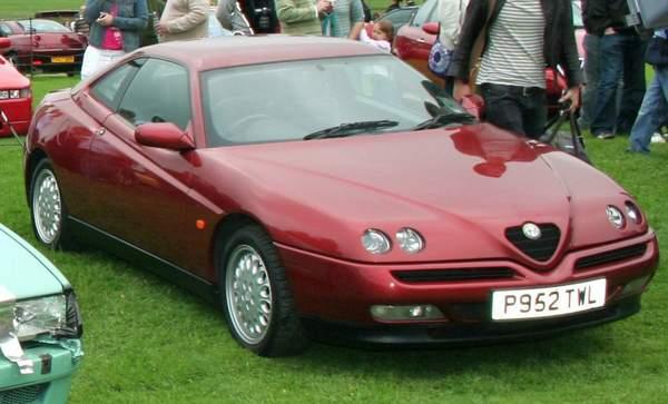 Alfa Romeo GTV est une voiture pas chère et puissante en version V6