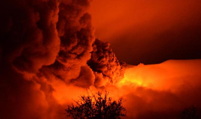 We cannot have a series of articles on volcanoes without even once mentioning Etna! This stunning image was taken during the December 28th 2014 paroxysm.  (Francesco Mangliaglia, EtnaWeb)