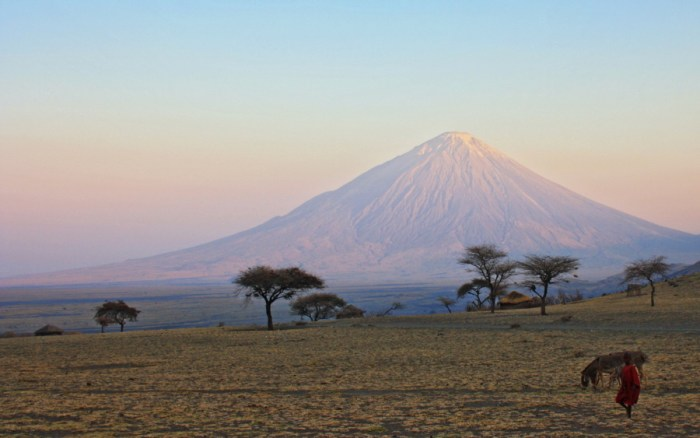 Ol Doinyo Lengai, the unique volcano in Tanzania that erupts carbonatite magma (uncredited image on questhorizontanzania.com)