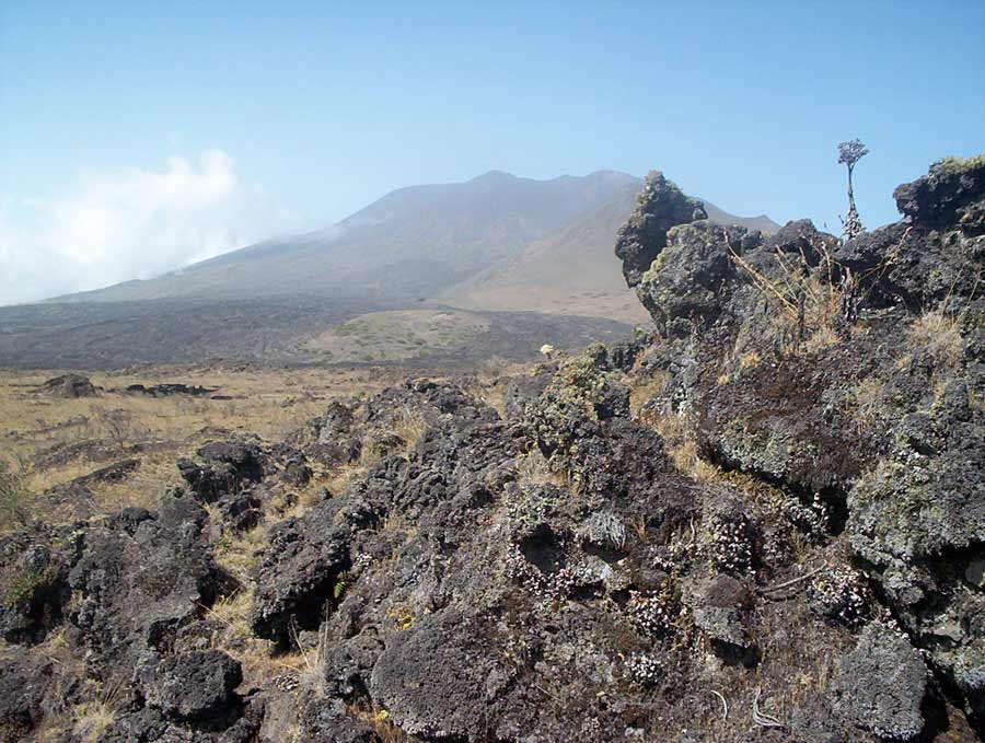 Mount Fako, old lava flows. Wikimedia Commons.