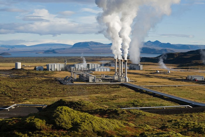 Nesjavellir Geothermal Power Plant in Iceland. WikiMedia Commons.