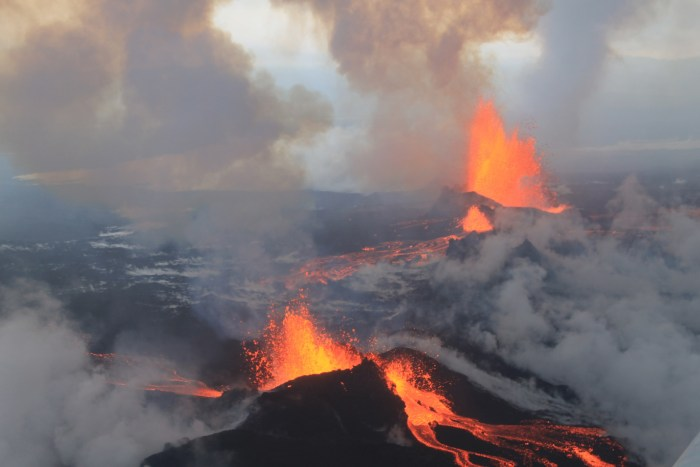 Holuhraun eruption from the air. Wikimedia Commons.