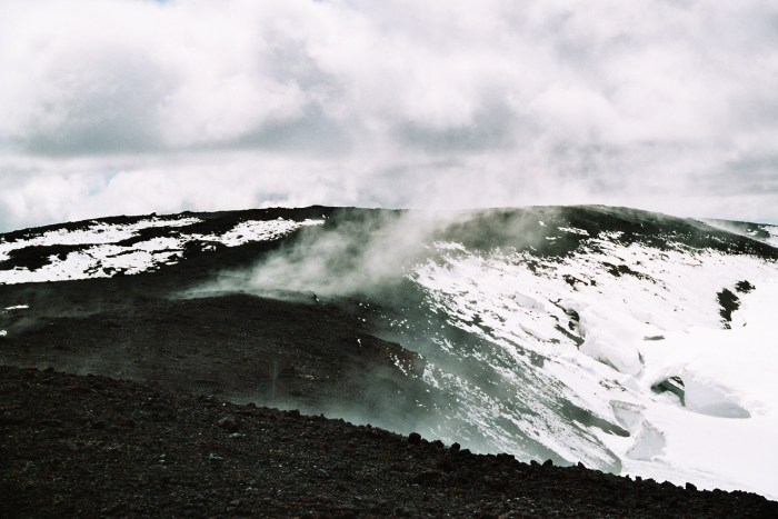The steaming top of Hekla. Wikimedia Commons.