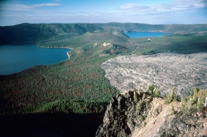 Newberry Caldera. USGS/Lyn Topinka photo.