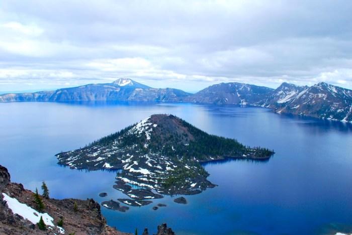 Nearby Crater Lake Caldera. Wikimedia Commons, photographer Dagmara Mach.