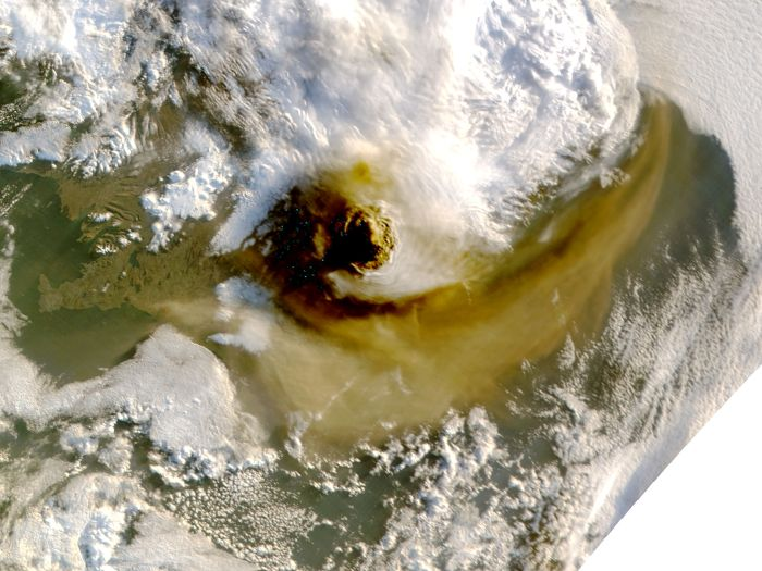 Satellite image of the Grimsvötn 2011 eruption taken on the 22nd of May. Wikimedia Commons.