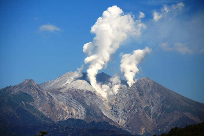 Image of Mount Ontake taken on the 11th of October 2014. Do note that the 2014 phreatic detonation had not yet happened. Photograph by Alpsdake.