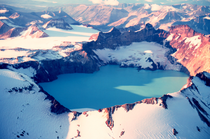 he 3 x 4½ km summit caldera of Mount Katmai, Alaska, that formed after the 1912 VEI 6 Novarupta eruption (Wiki)